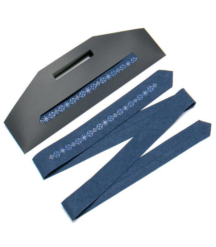 Вишита вузька краватка 761