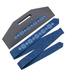 Вузька джинсова краватка з вишивкою 896