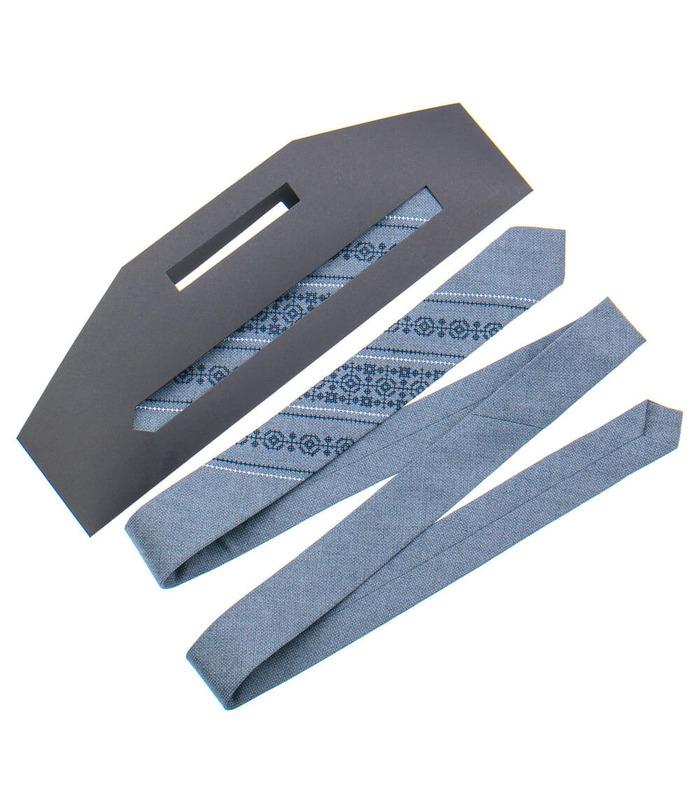Вузька краватка з вишивкою 851