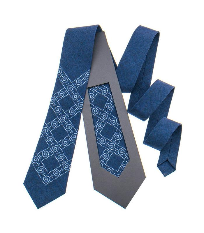 Краватка ᐉ Вишита краватка темно-синього кольору 845, костюмна тканина ※ Україна