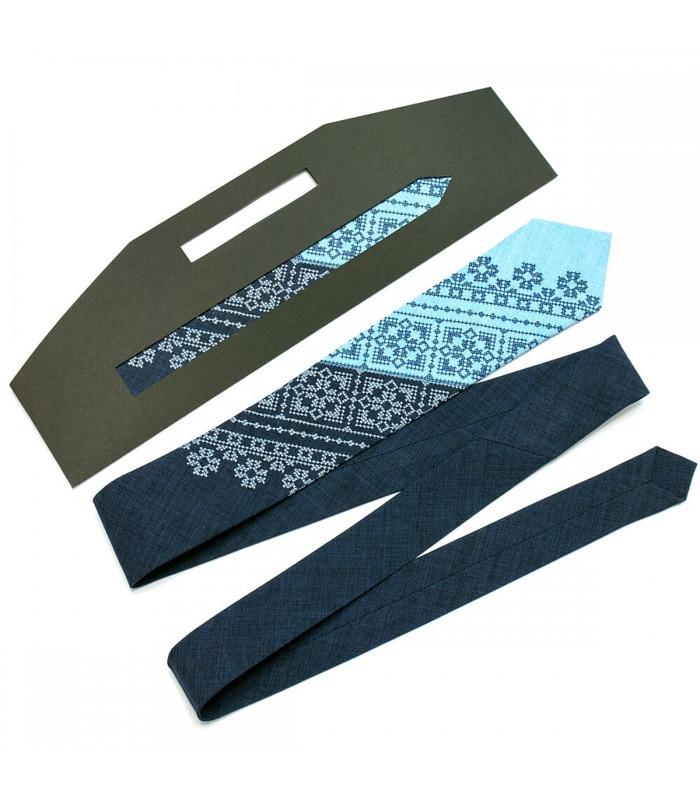 Краватка ᐉ Вишита краватка темно-синього кольору Сніжко, костюмна тканина ※ Україна