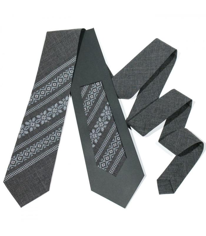 Модна вишита краватка 680