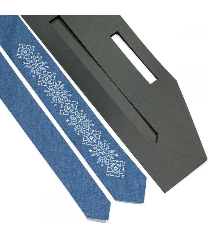 Галстук ᐉ Вышитый галстук синего цвета 685, джинсовая ткань ※ Украина